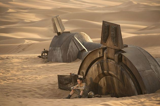 Star Wars The Force Awakens: Rey on Jakku next to an AT-AT wreck,