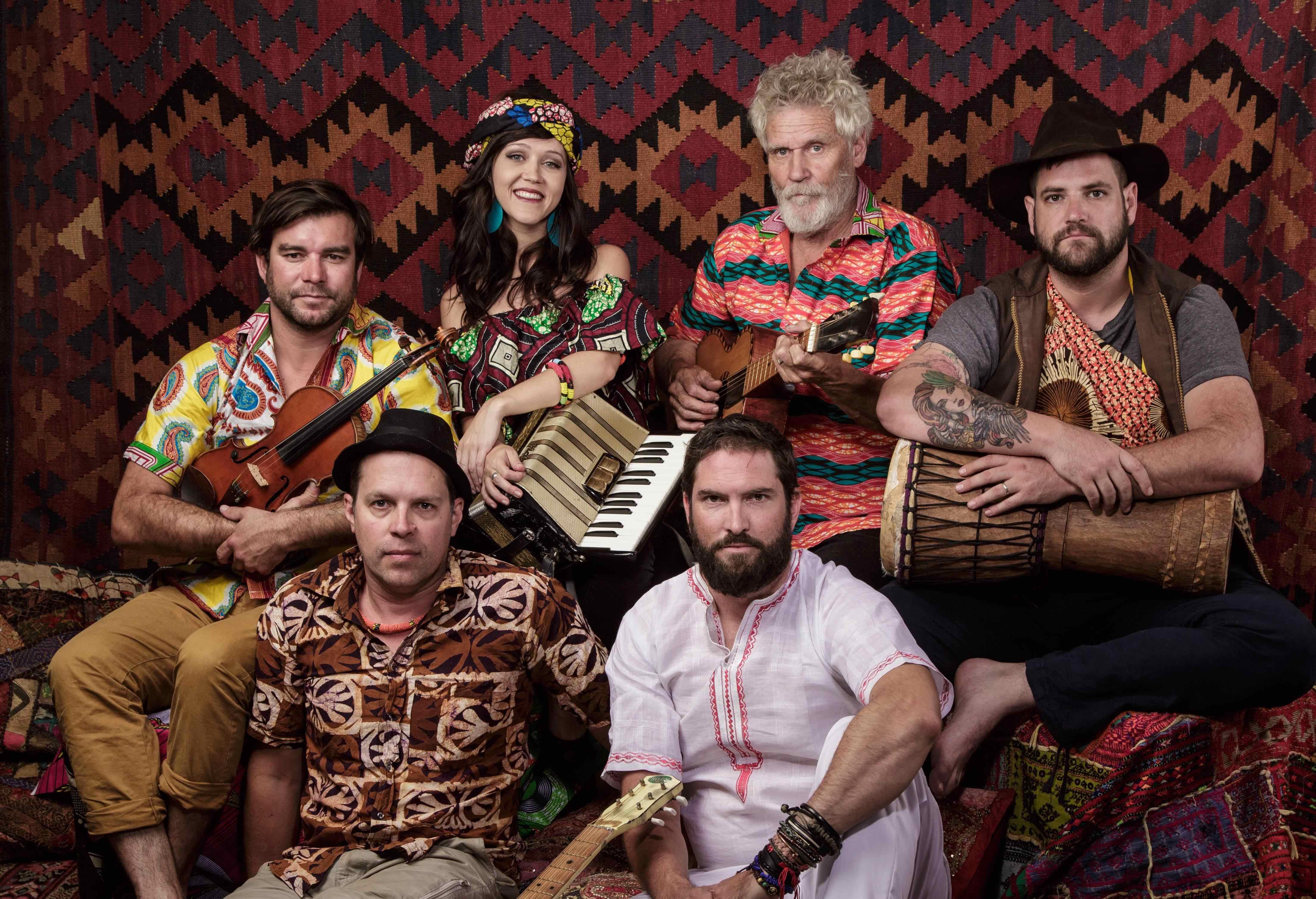 Radio Kalahari Orkes se Ian Roberts gesels oor Mamba!